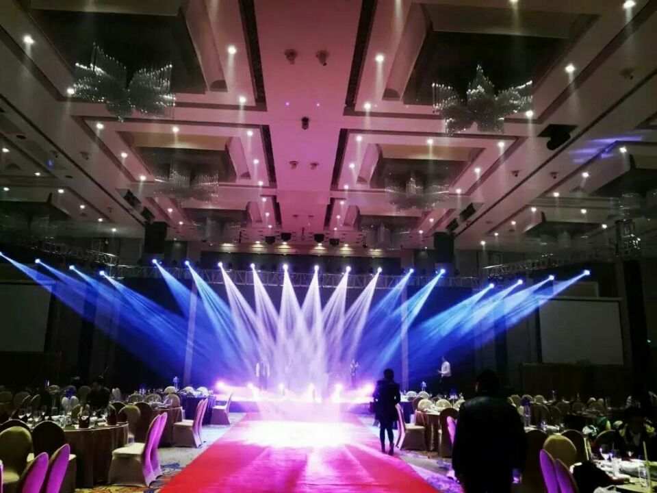 Sicheng stage lighting Sichuan banquet hall main 230W shaking his head beam light sound engineering project