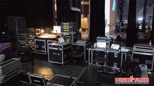 The composition of the return system and the function of the stage lighting