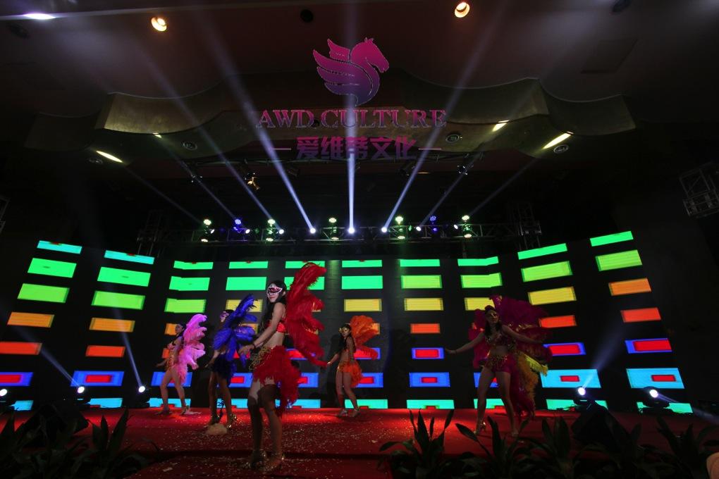 思成舞台灯光助力浙江爱维蒂文化大型灯光节目演出效果图