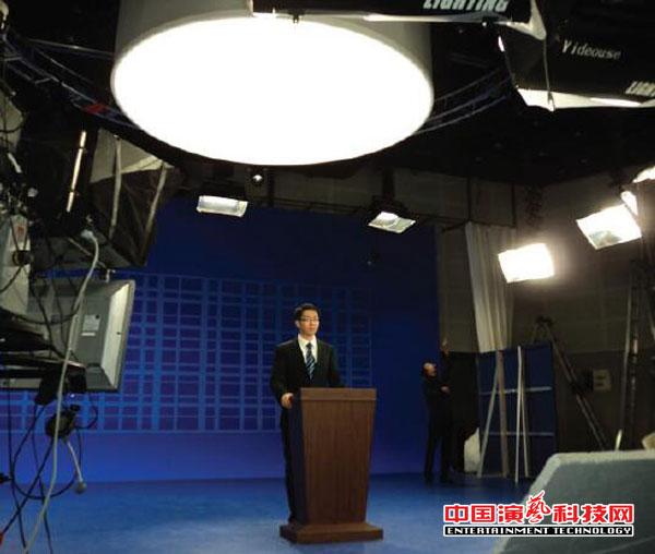 演播室中高色温光源对舞台灯光设计有哪些利害效果图