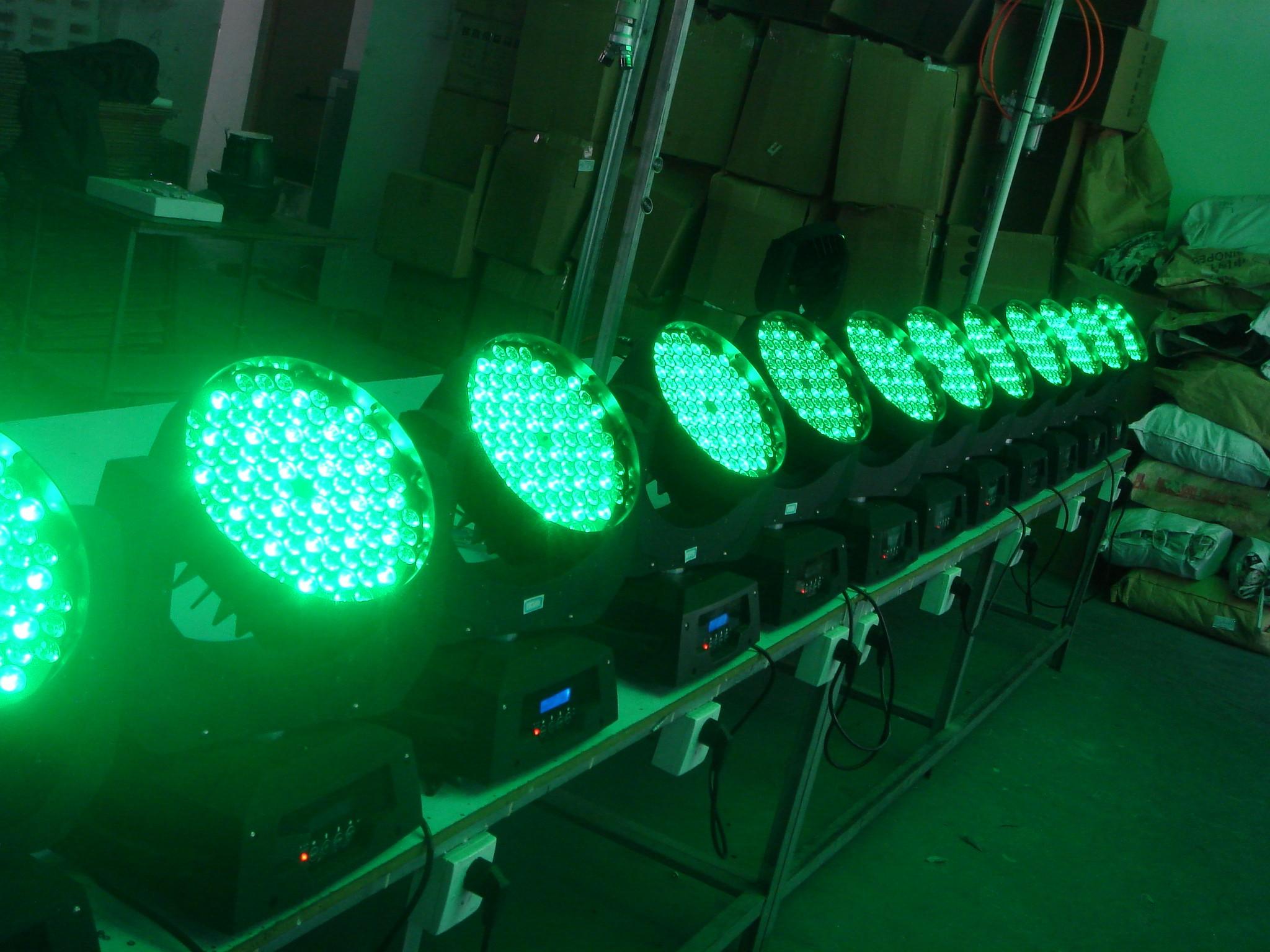 LED108*3W染色摇头灯效果图