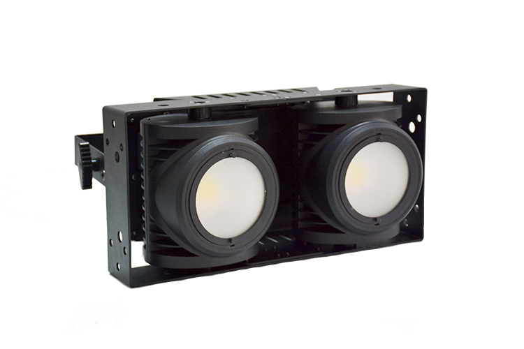 LED两眼COB面光灯效果图