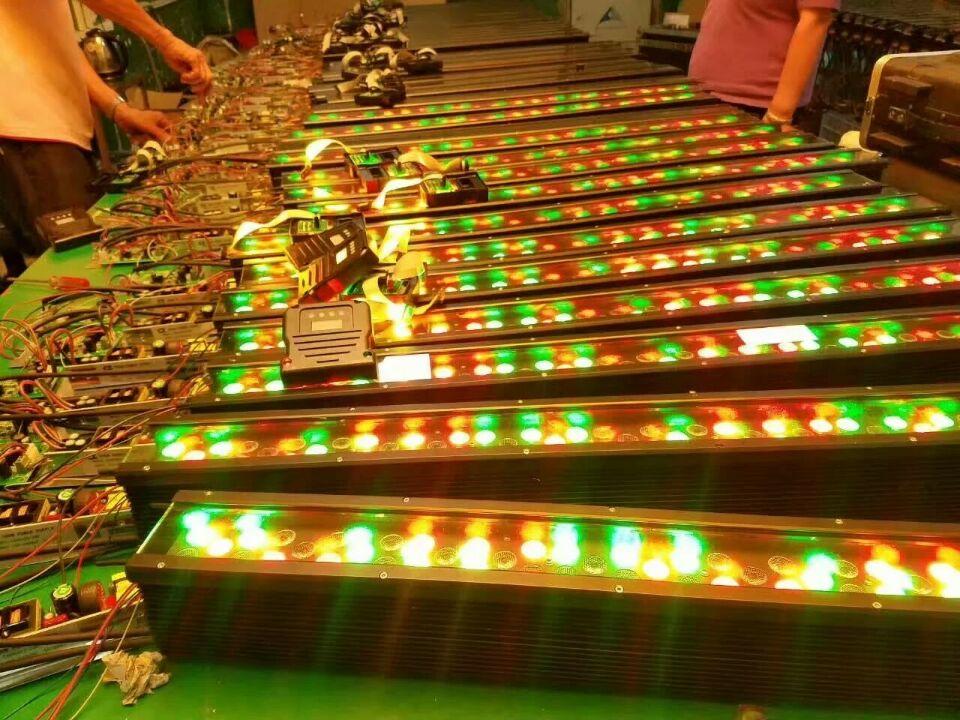 LED双排全彩洗墙灯效果图