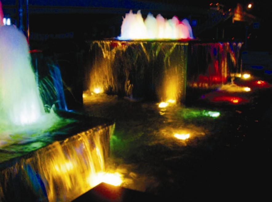 LED水底灯如何在水中实现仙境效果图