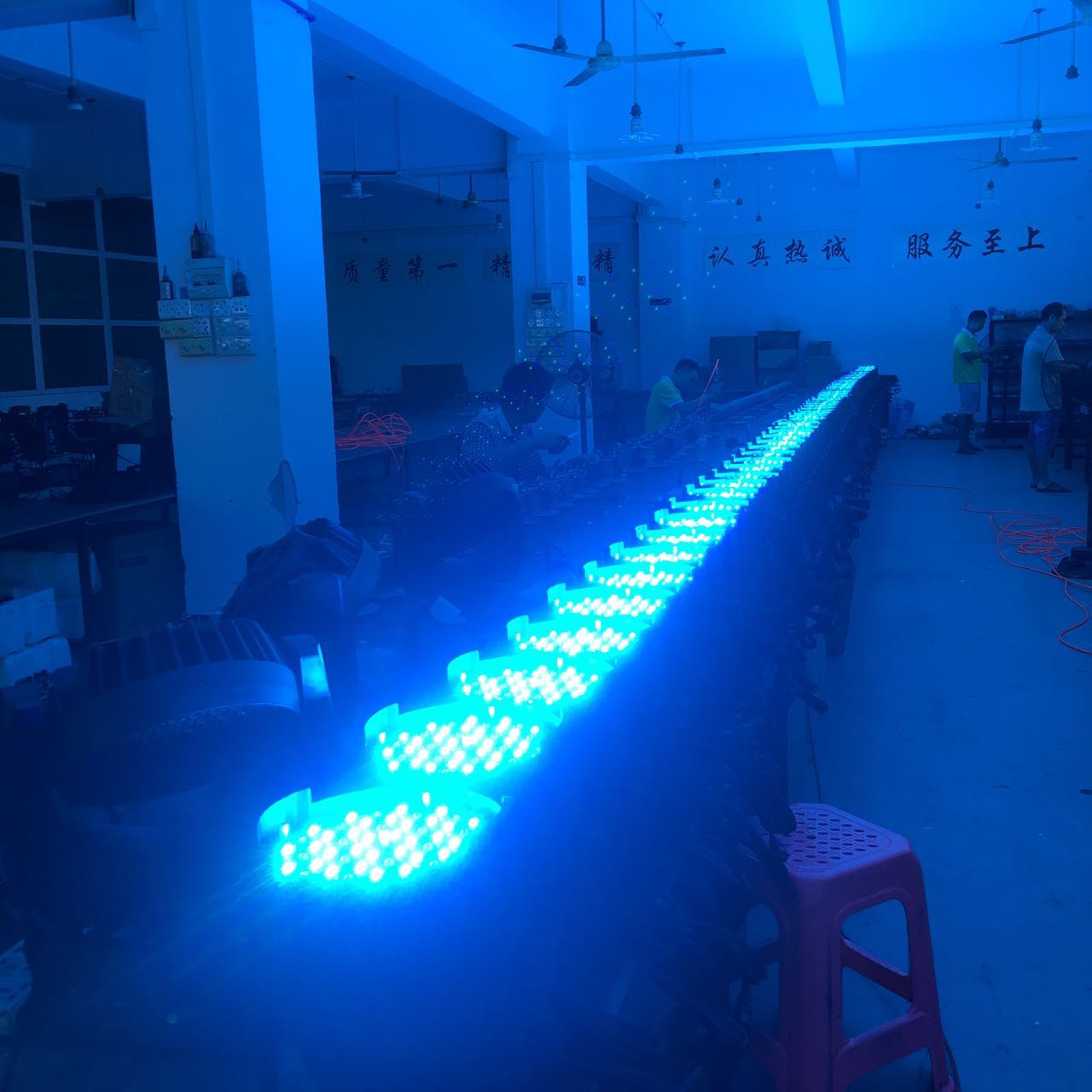 灯光音响LED帕灯存在的价格差异效果图