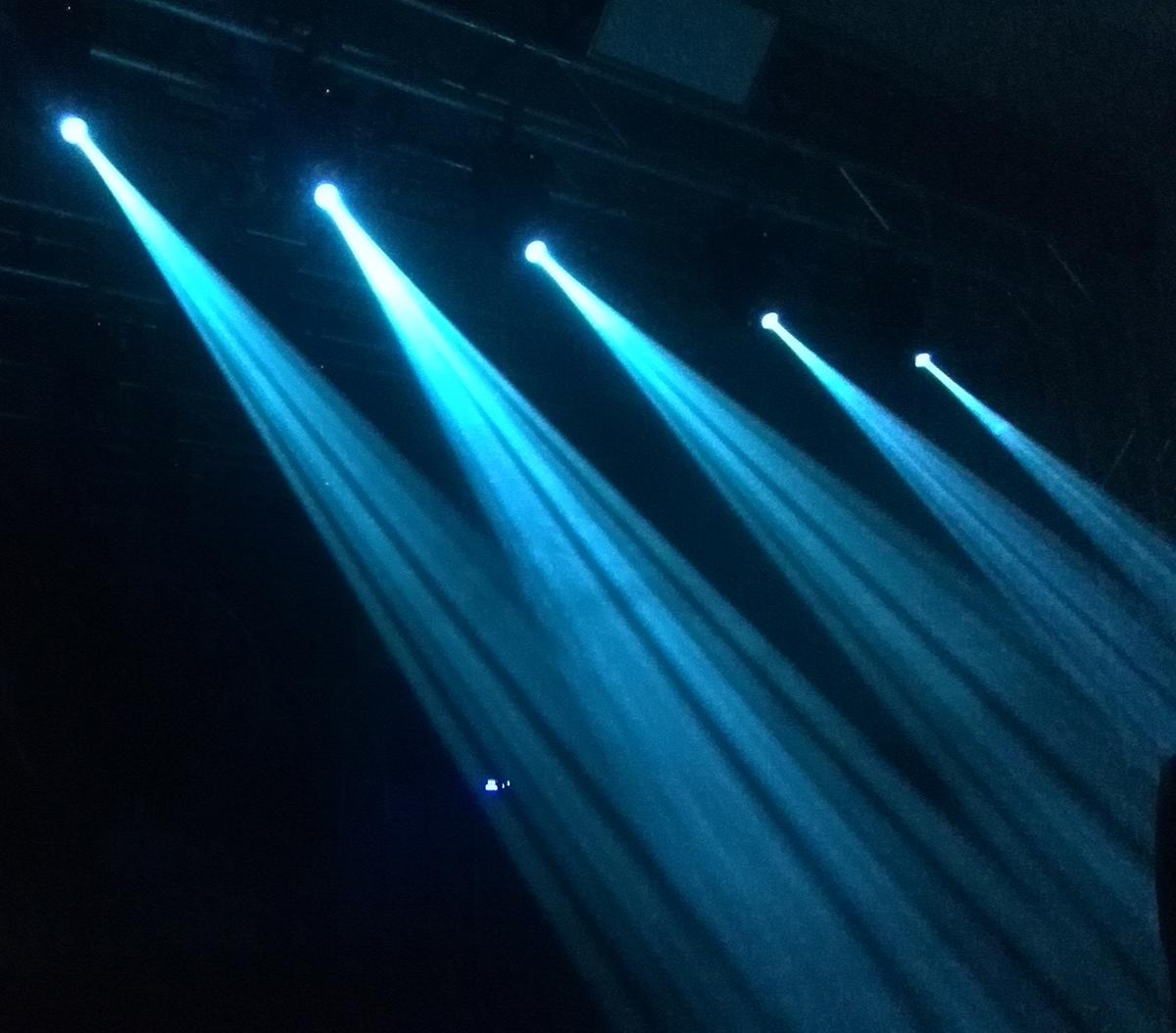 LED30W摇头图案染色灯效果图