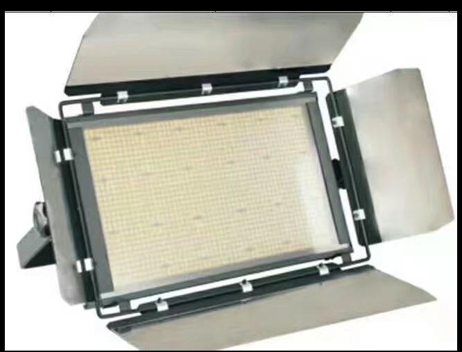 如何使用舞台灯光设计多功能会议室效果图