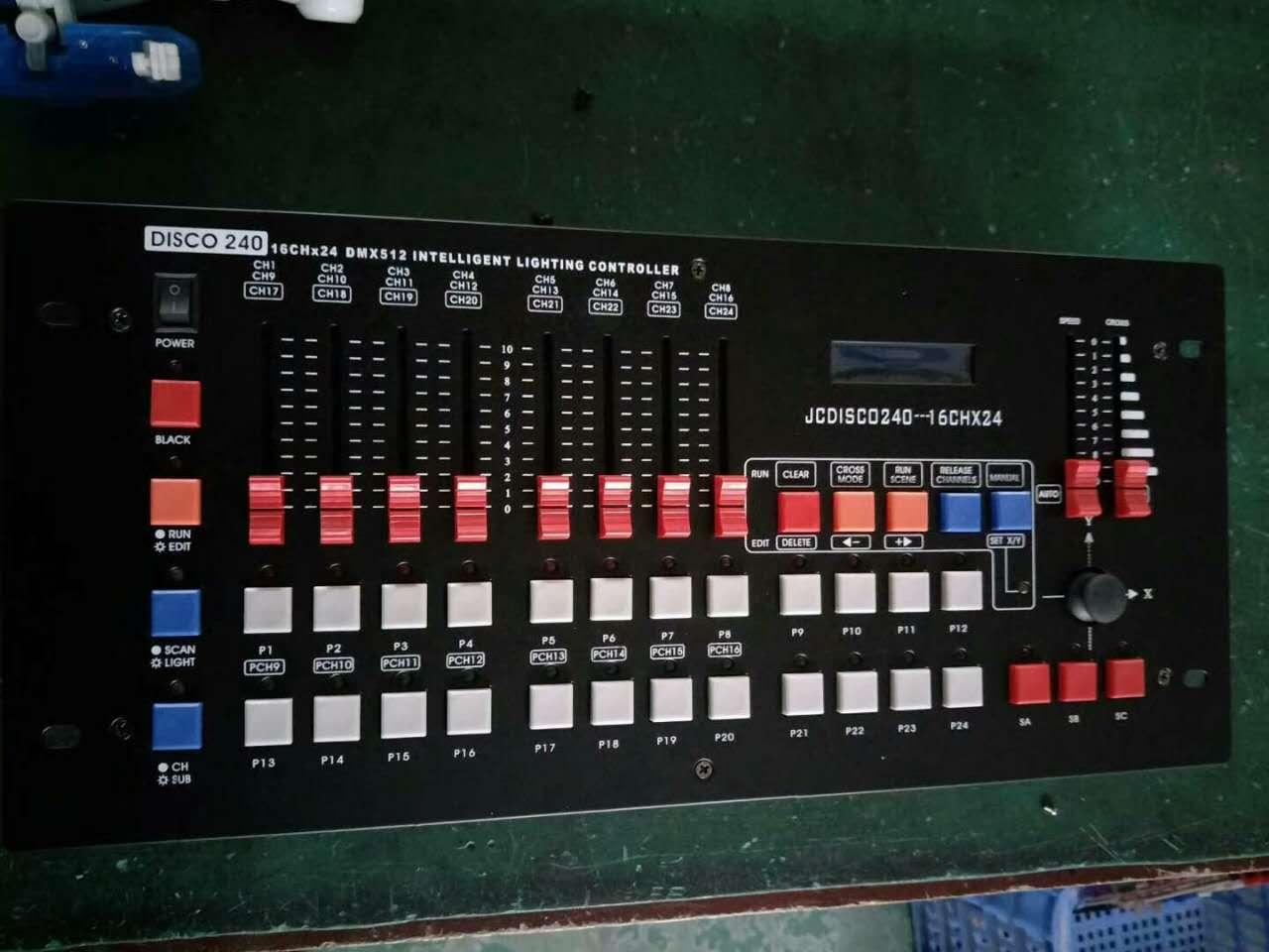 如何操作舞台灯光控台效果图