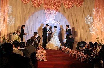 婚庆舞台灯光如何布置效果图