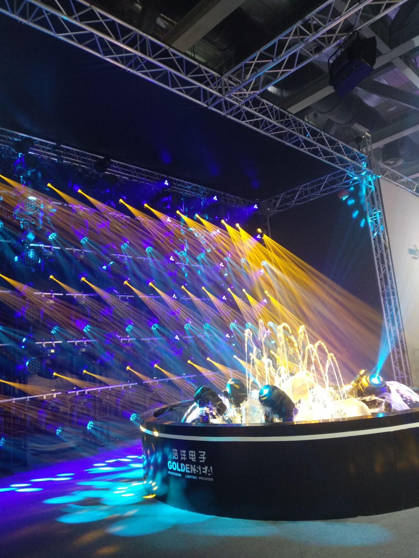2018年广州国际灯光音响展各商家的舞台灯光设备精彩纷呈展现
