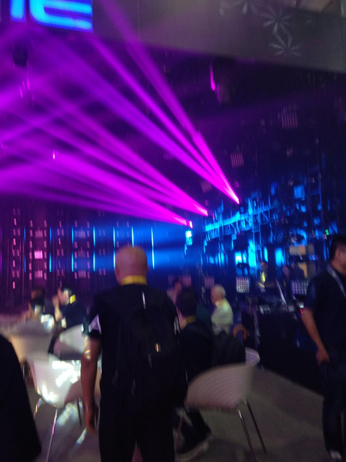 舞台灯光如何维修和维护效果图